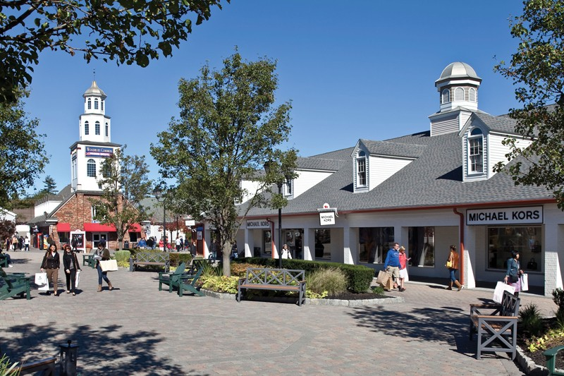 Woodbury Common Premium Outlets Entrance